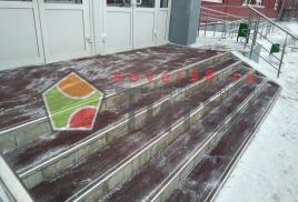 Смонтировали резиновые коврики